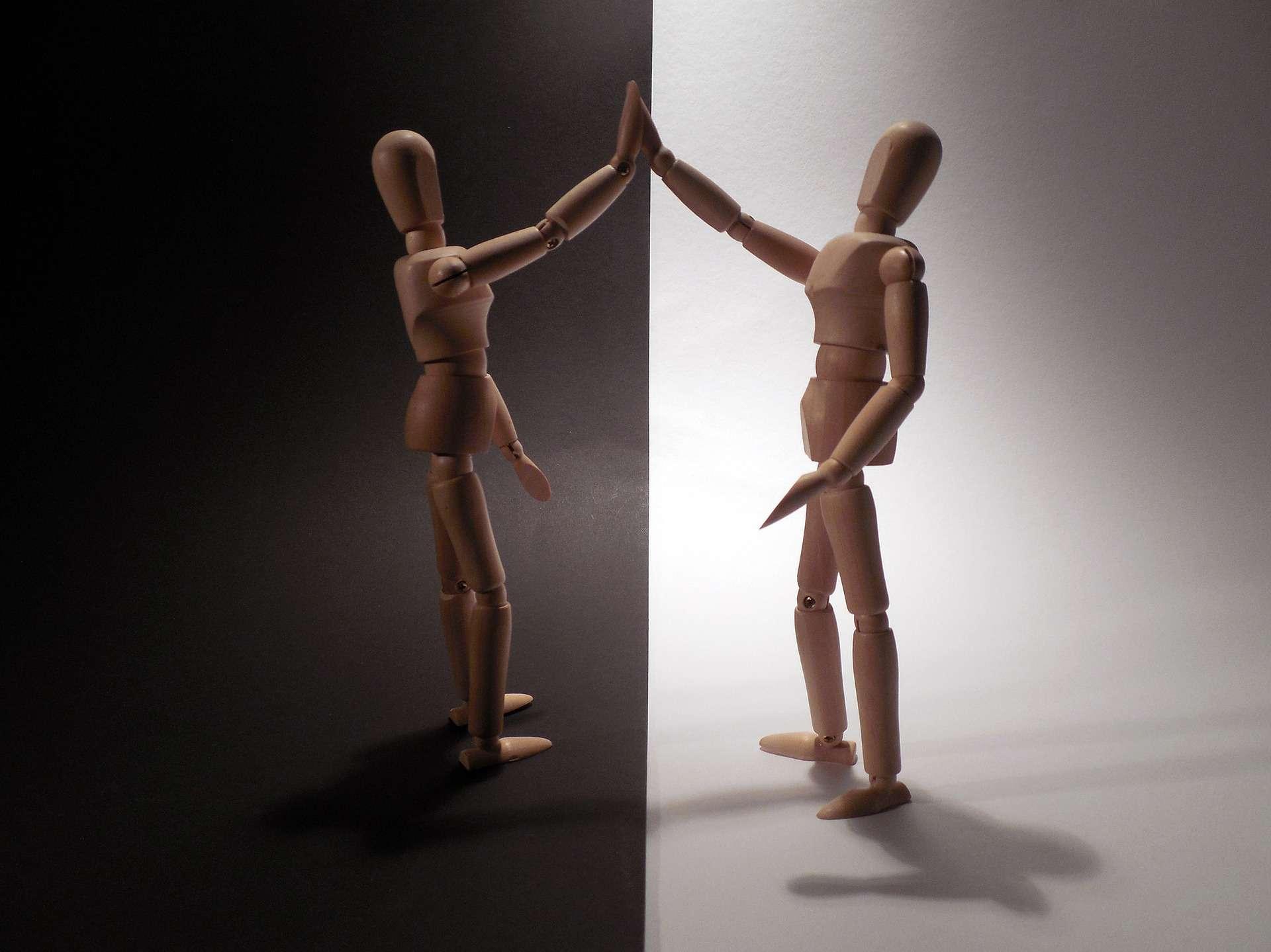 mirror-human-figures